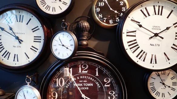 clocks-1098080_640